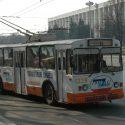 Хулиганы разбили стекла столичных троллейбусов