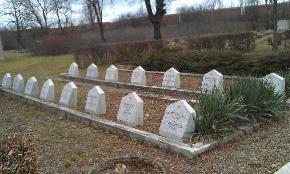 На этом кладбище в городе Сатул Маре - покоятся несколько тысяч советских воинов