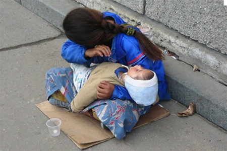 Житель Ниспорен 7 лет эксплуатировал женщину и ее ребенка, за что был осужден на 8 лет тюрьмы