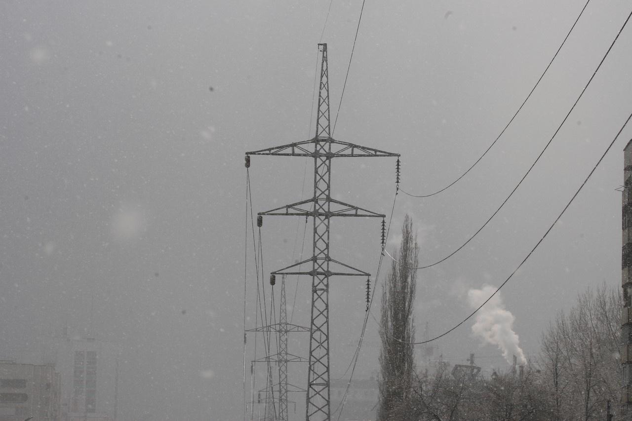 Пять населенных пунктов остаются без света из-за непогоды