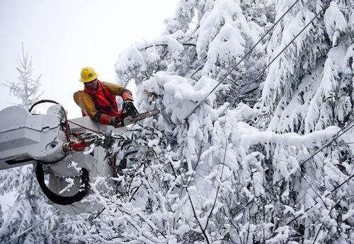 Снегопад оставил без электричества более 20 населённых пунктов
