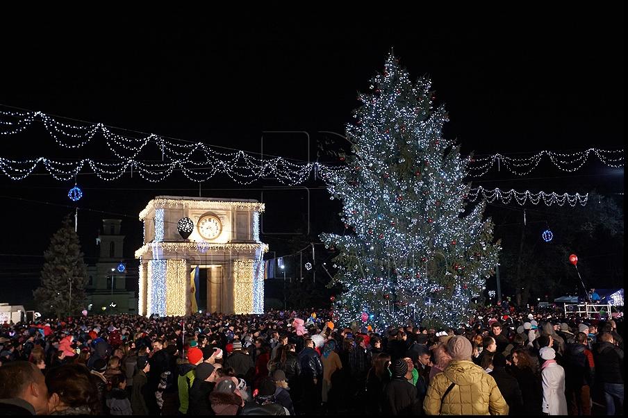 Мэр Кишинёва игнорировал церемонию открытия новогодней елки
