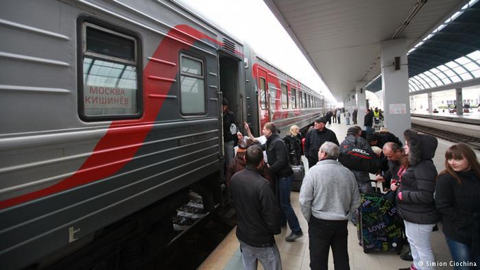 Миграционная амнистия: тысячи молдаван в России бронируют билеты, чтобы вернуться на Родину