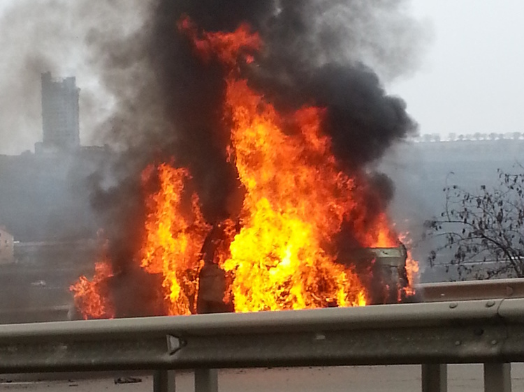 Недалеко от Кишинева сгорел BMW X5