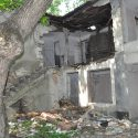 Большинство исторических зданий ул. Лазо превратились в руины (фото — факт)