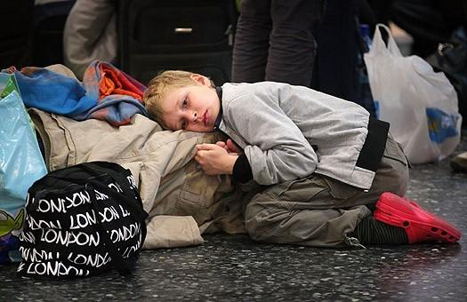 Молдавские дети уезжают с родителями из страны