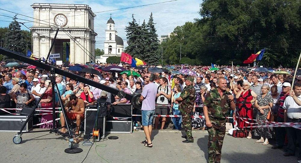 Протестующие ждут Тимофти, Стрельца и Канду для переговоров