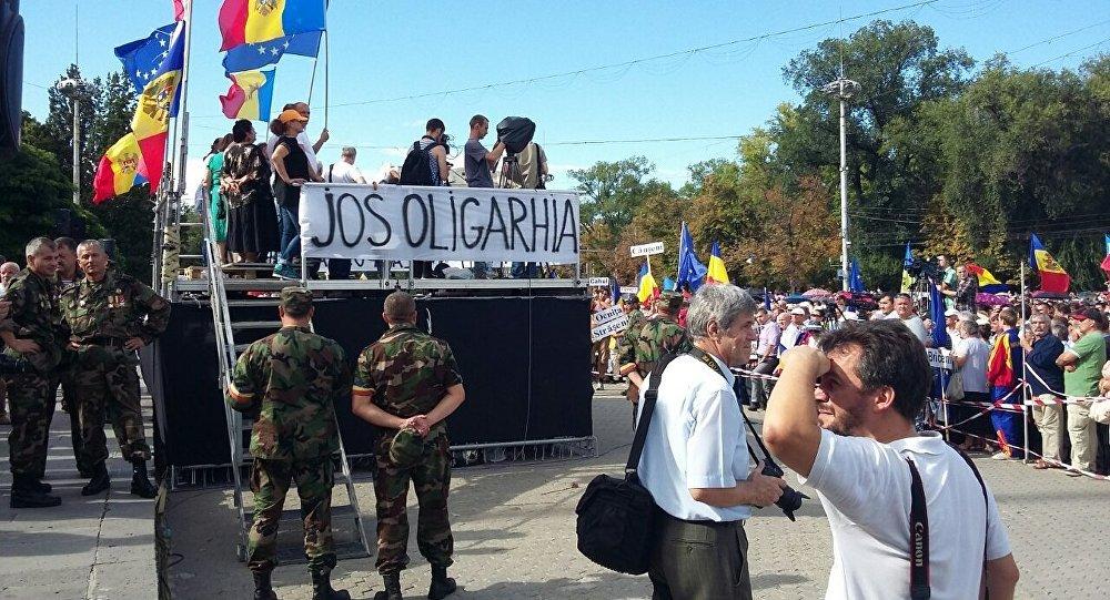 Митинг в центре Кишинева продолжается