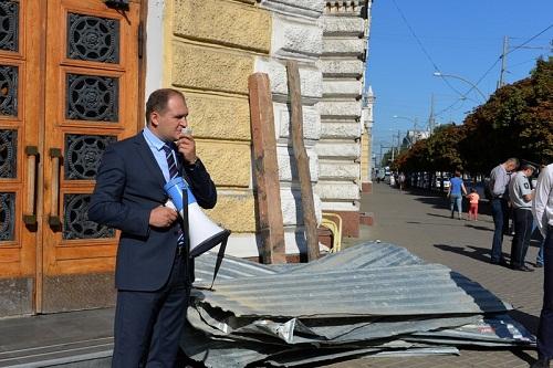 Социалисты подарили Киртоакэ демонтированный забор