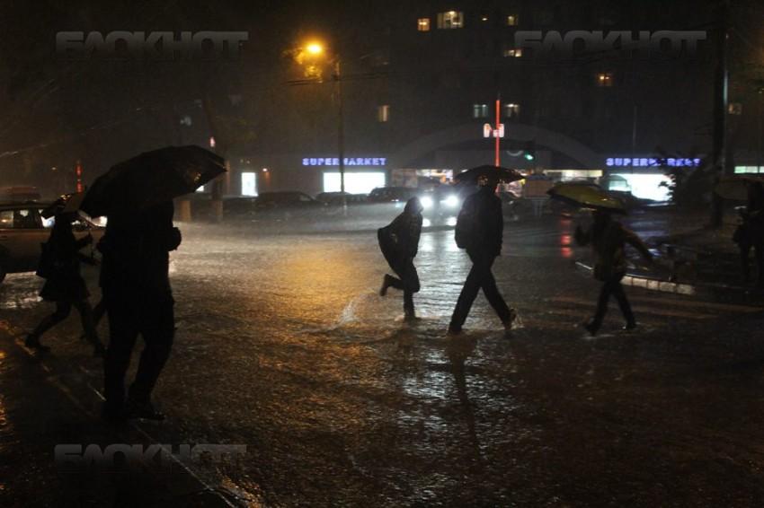Из-за дождя улицы Кишинева вновь оказались затопленными