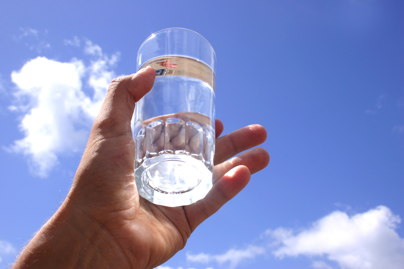 Когда лучше пить воду днём?