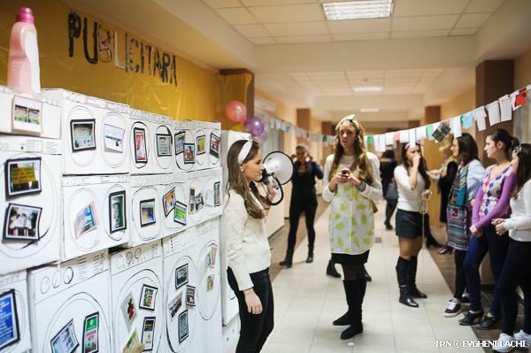 Студенты факультета журналистики МГУ организовали выставку рекламных ошибок