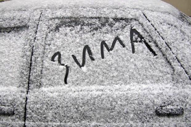 Более 20 автомобилей были заблокированы снегом на трассах Молдовы