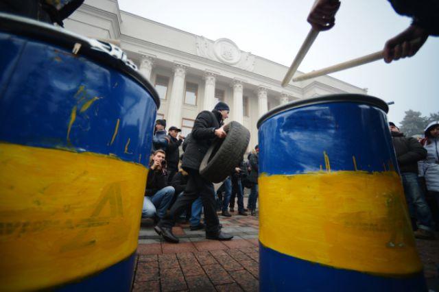 Митинг за отставку Яценюка проходит у здания Рады в Киеве
