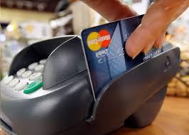 Молдаване всё чаще рассчитываются банковскими картами вместо наличных