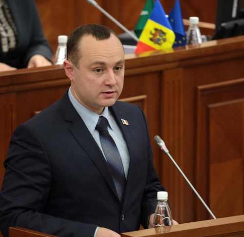 Влад Батрынча поставил на место Гимпу на заседании Парламента Молдовы