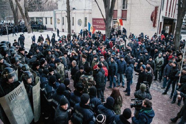 Financial Times о ситуации в Молдове: протест направлен против правительства Филипа
