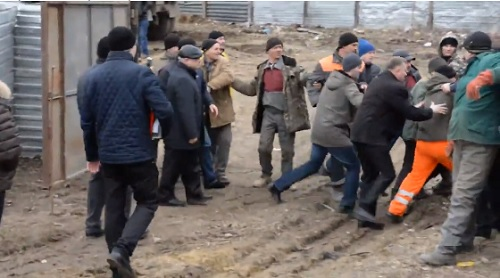 Депутаты от ПСРМ подверглись нападению работников незаконной стройки