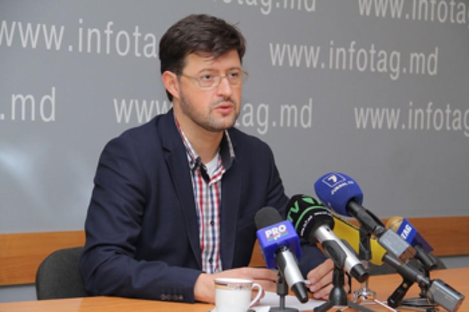 Андрей Попов покидает пост посла и Демократическую партию