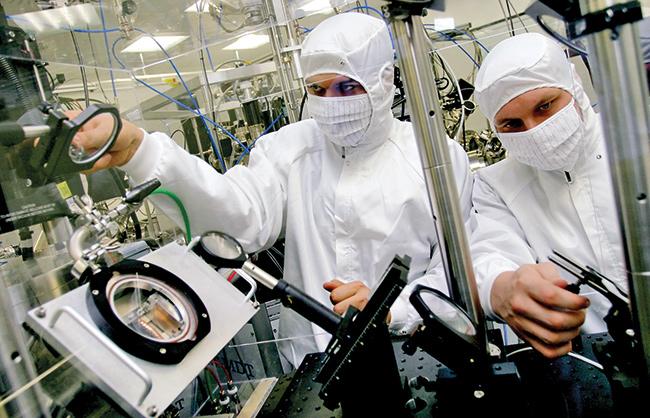 Изобретения молдавских студентов оценили космонавты из России и Венгрии