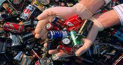 Опасные отходы необходимо хранить в особых урнах
