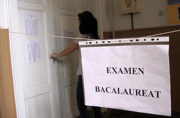 Более 3 тысяч учащихся лицеев сдают сегодня первый экзамен на степень бакалавра