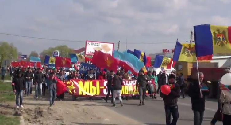 Марш защитников молдавской государственности в Комрате засняли с дрона