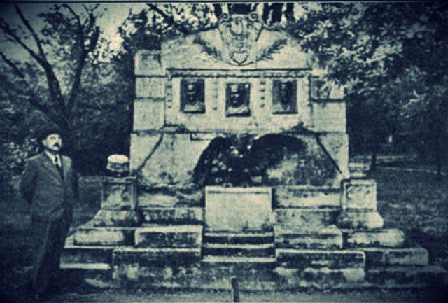 памятник мученикам