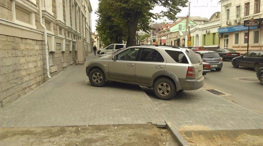 Новые парковки на улице В.Александри