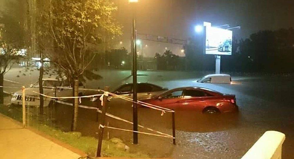 Подвалы многих домов оказались затопленными после ливня в Кишиневе