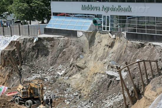 В обрушившемся котловане на Мирон Костин продолжается строительство
