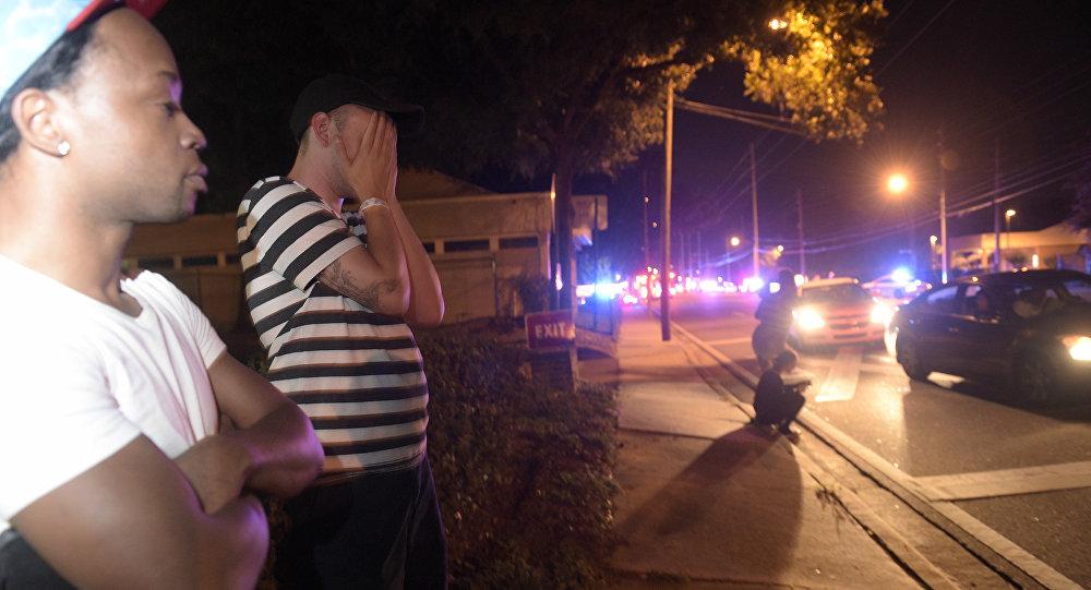 50 человек стали жертвами стрельбы в ночном гей-клубе в Орландо