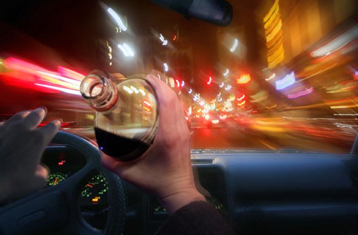 В шаге от очередной трагедии на дороге: водитель такси сел за руль в состоянии, близком к алкогольной коме (ВИДЕО)