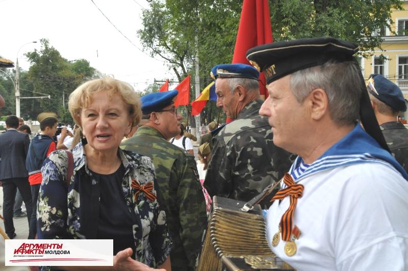 Многотысячная колонна прошла маршем по главным улицам Кишинёва
