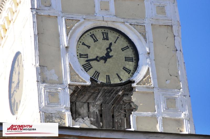 Объявляется тендер на ремонт фасада примэрии Кишинёва