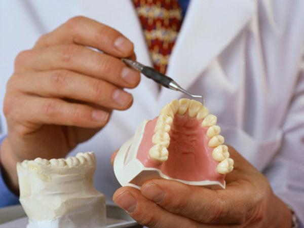 Мунсовет постановил: бесплатное зубное протезирование для жителей Кишинёва