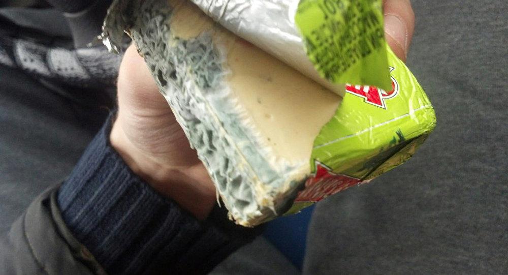 чем опасен просроченный сыр