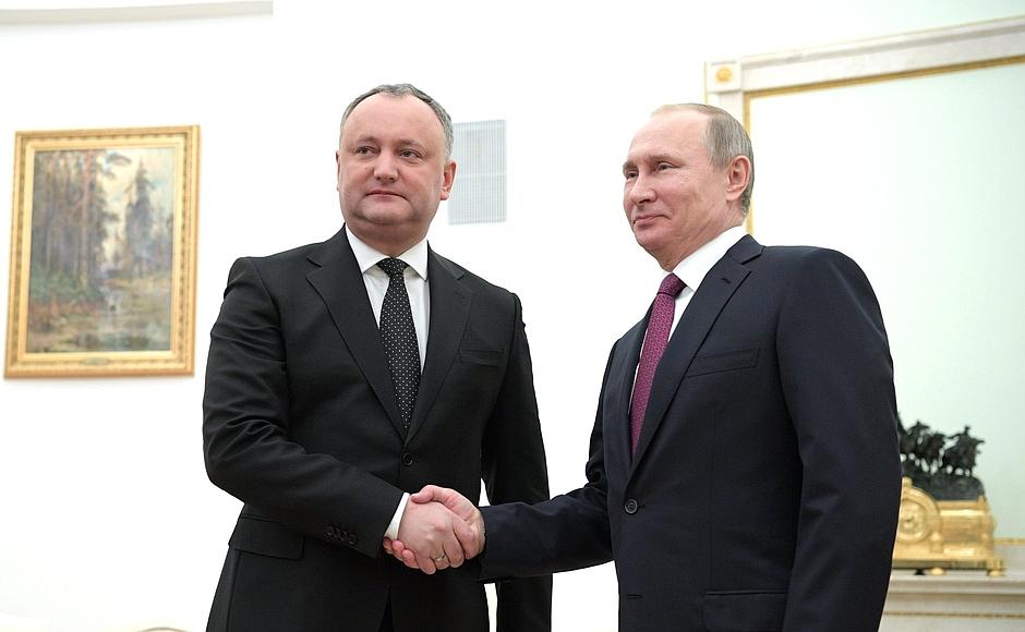 Додон совершает рабочий визит в Москву по приглашению Путина