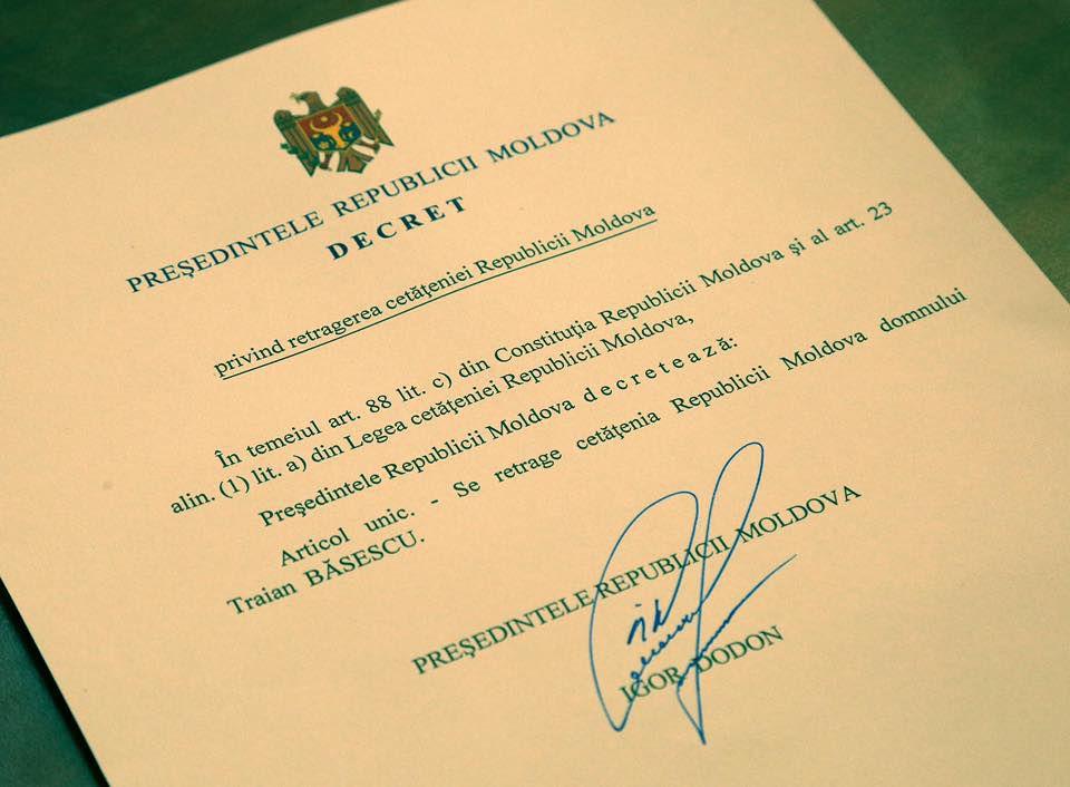 Президент И.Додон лишил молдавского гражданства Бэсеску
