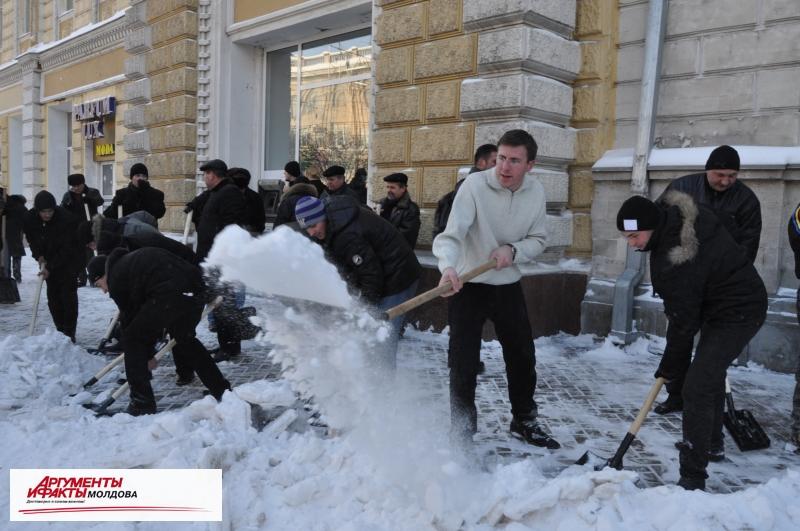 Кишинёвцы должны сами очищать город от снега, а не предъявлять претензии примэрии!