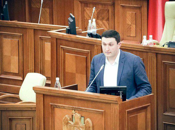 """Разгромная речь депутата ПСРМ в парламенте. """"Девиз правительства: нет денег – умирай!"""" (ВИДЕО)"""