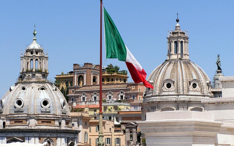 В Италии память жертв коронавируса почтили минутой молчания