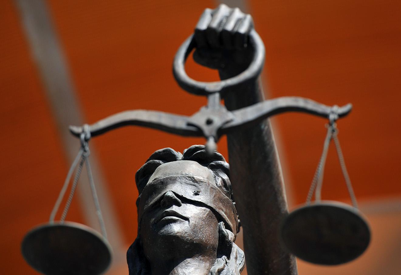 Трое полицейских Страшен отправлены на скамью подсудимых за коррупцию