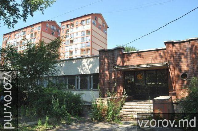 """Знаменитый спорткомплекс """"Юность"""" сегодня напоминает Чернобыль"""