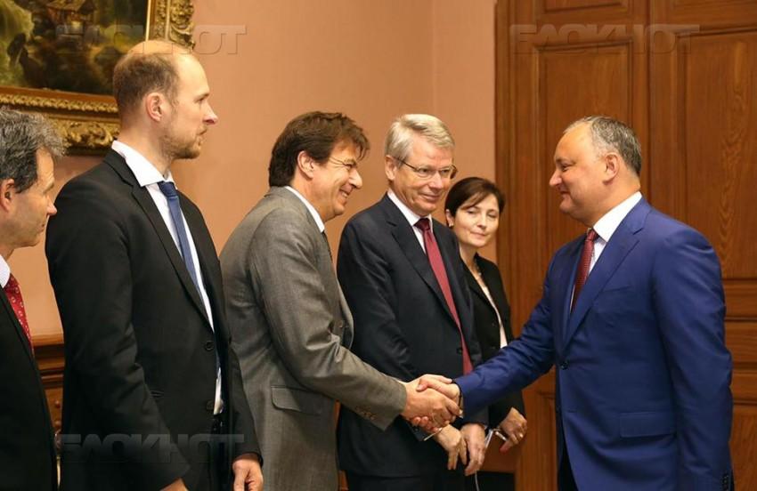 Президент Республики Молдова Игорь Додон встретился сегодня с экспертами Венецианской комиссии и ОБСЕ