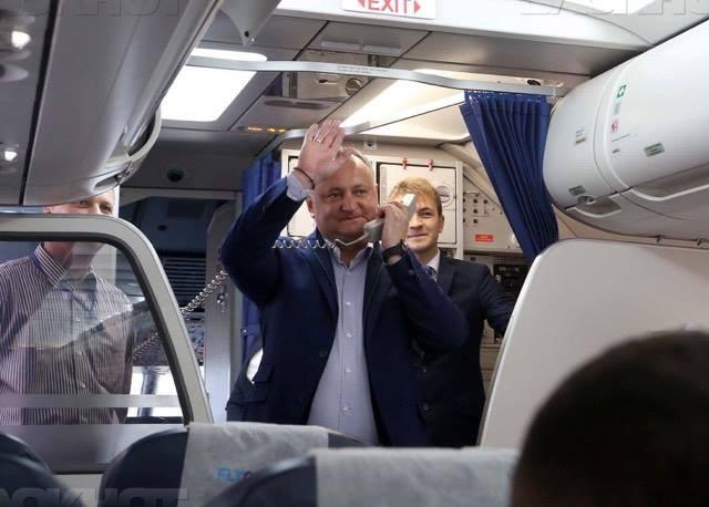 Пассажиры рейса Кишинев-Москва встретили аплодисментами президента Республики Молдова Игоря Додона