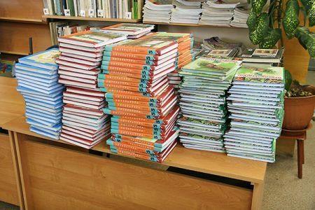 Парламентское большинство выступило против бесплатных учебников в школах (ВИДЕО)