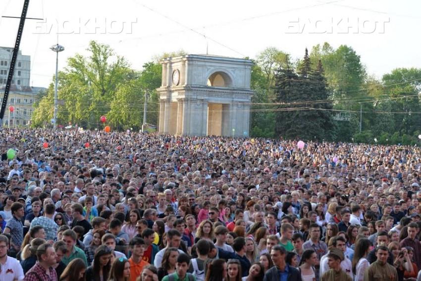 Центральная площадь столицы едва вместила всех желающих послушать праздничный концерт