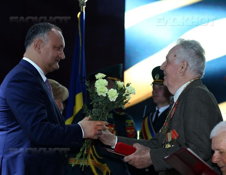 Президент Республики Молдова Игорь Додон вручил высшую награду страны ветеранам Великой Отечественной войны