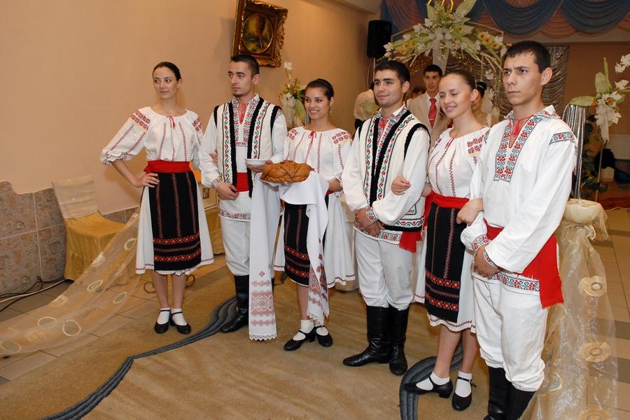 День народного костюма отмечают сегодня в Молдове